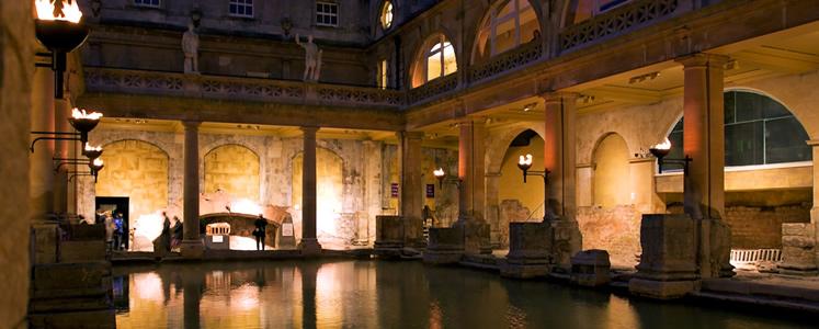 Bath, elegante città del Regno Unito è famosa come centro termale e prende origine dai Bagni Romani, in inglese Bath.