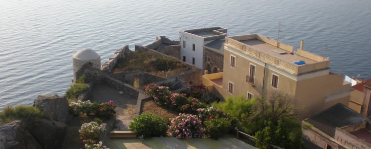 Castelsardo, tipica roccaforte medioevale in Sardegna si affaccia sul golfo dell'asinara e gode di un panorama unico.