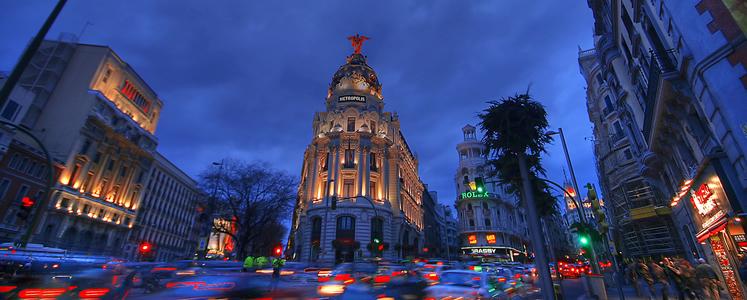 Madrid è perfetta per i turisti che vogliono godersi l'arte e la cultura di giorno e la movida di notte.