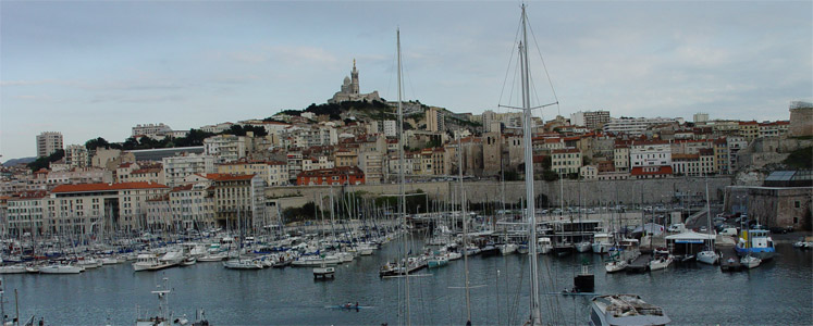 Seconda città di Francia e primo porto: Marsiglia è una città ricca di colori, multietnica e da amare o odiare.