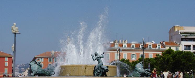 La promenade des Anglais, la Vecchia Nizza ed i suoi vicoli, i musei: la più italiana delle città francesi.